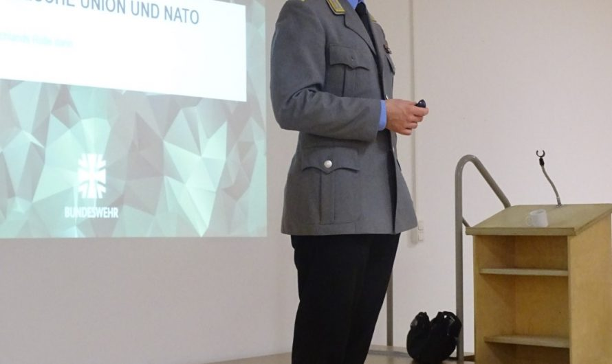 Jugendoffizier der Bundeswehr zu Besuch