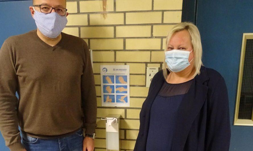 Desinfektionsmittelspender für die Realschule